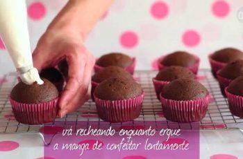 Cupcake de chocolate recheado