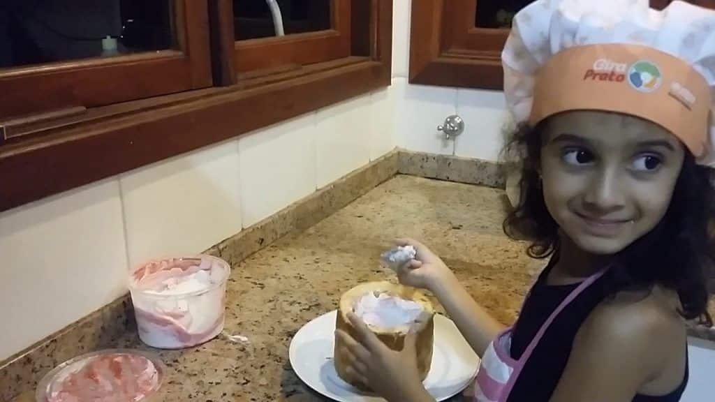 Cozinha Mágica da Laura - Panetone Recheado com Sorvete 4 Vídeo do Canal Cozinha Mágica da Laura no Youtube com 20 views até a data desta publicação. Vivendo de Brigadeiro