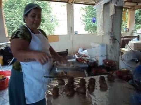 Trufa de morango 5 Vídeo do Canal Janete Culinarista Bom sabor no Youtube, publicado em 2016-09-23 17:19:17 e com 118 views Vivendo de Brigadeiro