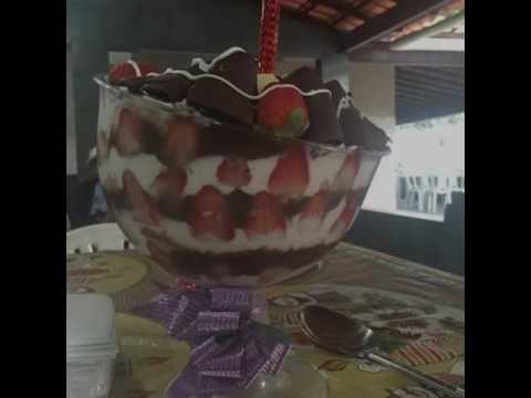 BOLO DE TAÇA DA JÚLIA BEATRIZ 21 9656-88618 6 Vídeo do Canal Júlia Beatriz no Youtube, publicado em 2016-09-22 16:12:19 e com 1912 views Vivendo de Brigadeiro