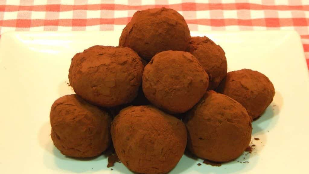 Cómo hacer trufas de chocolate receta fácil 5 Vídeo do Canal Las recetas tradicionales de cocina no Youtube, publicado em 2016-12-07 10:43:46 e com 11586 views Vivendo de Brigadeiro