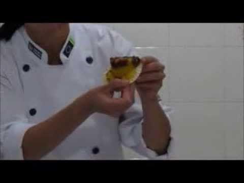 Cupcake de Cenoura Recheado 3 Vídeo do Canal Doçuras e Delícias da Dani no Youtube, publicado em 2013-12-07 23:53:34 e com 2883 views Vivendo de Brigadeiro