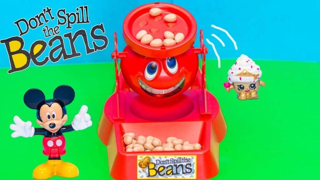 Family Fun Game for Kids Don't Spill the Beans Egg Surprise Toys Mickey Mouse 4 Vídeo do Canal TheEngineeringFamily no Youtube, publicado em 2016-01-14 07:00:02 e com 1017108 views Vivendo de Brigadeiro