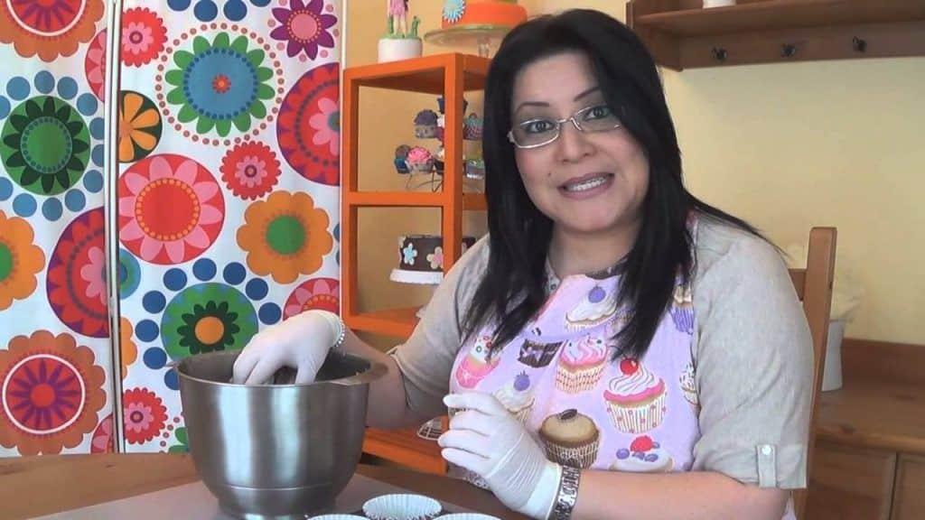 Receta de cupcakes de oreo 2 Vídeo do Canal Claudia Zuñiga no Youtube, publicado em 2014-07-01 12:00:04 e com 411812 views Vivendo de Brigadeiro