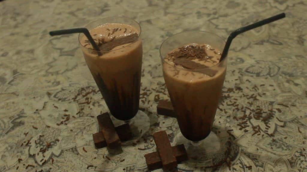 Como fazer Milk Shake Caseiro (barato, fácil e delicioso) 3 ? Este Post é baseado no vídeo do Canal Fê Faz publicado no Youtube, em 2016-12-08 21:37:02 ? Vivendo de Brigadeiro