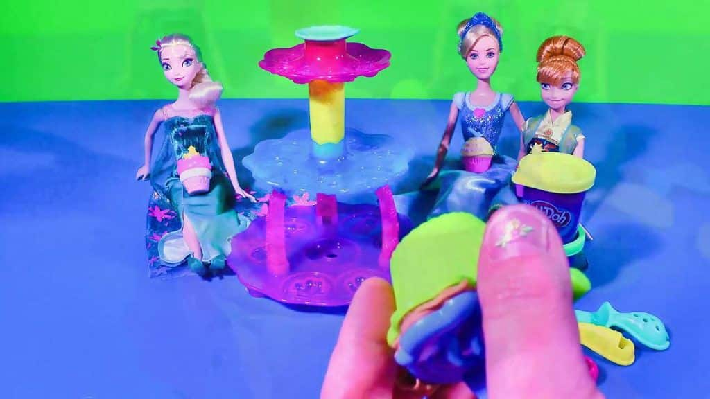 Play Doh Cupcake Tower Set Princess Dolls Frozen 2 Elsa Anna Cinderella Videos Disney Toy Collector