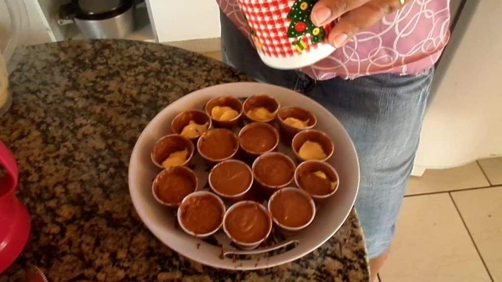 trufa de chocolate com maracuja no copinho 2 Gostaria de conhecer + destas receitas já postadas,  saiba mais Vivendo de Brigadeiro