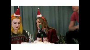 Sabrina experimenta doces suecos típicos de Natal