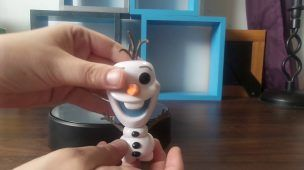 Pop vinyls olaf from frozen and cupcake from five nights at freddies