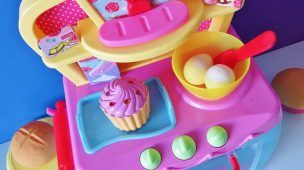 Electronic magic toy oven baking bread rolls muffins sparkling cupcakes cozy village