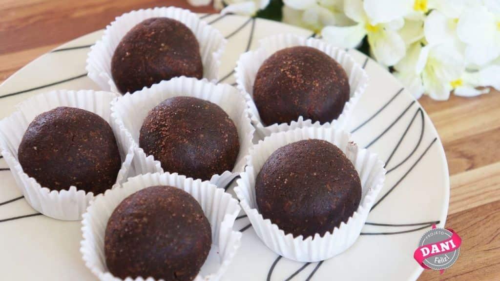 Receita FIT: Trufas de Chocolate com amendoim 1 Gostaria de conhecer um pouco mais destas receitas já postadas, saiba mais Vivendo de Brigadeiro