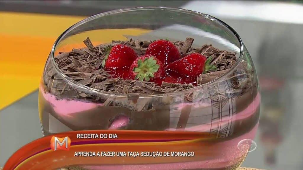 APRENDA A FAZER UMA TAÇA SEDUÇÃO DE MORANGO - Magazine 30/08/2016