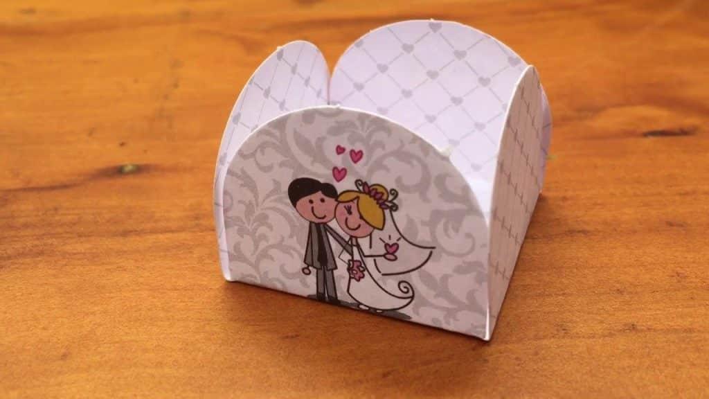 Forminhas para doces finos Chocobraz modelo 4 pétalas noivinhos, casamento, noivado, aliança