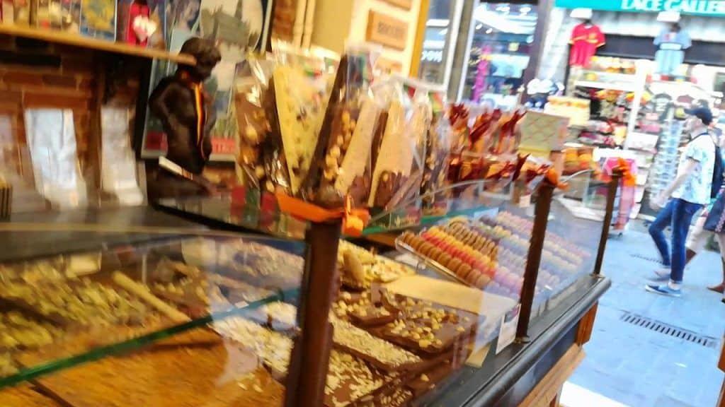 Tienda de Chocolates, Bruselas, Bélgica. 1 Quer conhecer um pouco mais das receitas que foram disponibilizadas,  clique aqui Vivendo de Brigadeiro
