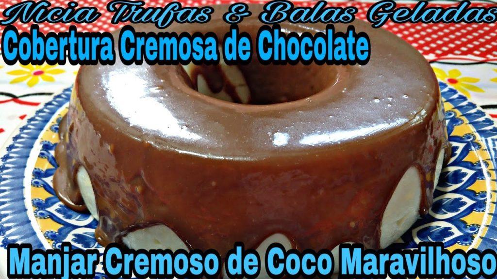 MANJAR DE COCO CREMOSO COM COBERTURA DE CHOCOLATE.