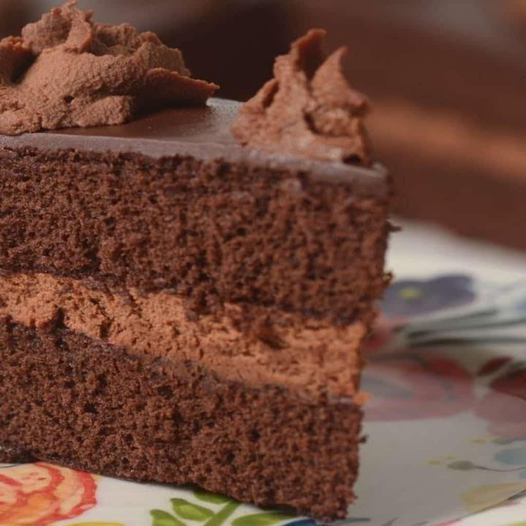 Chocolate Genoise Recipe Demonstration - Joyofbaking.com 1 Tem vontade de ver bem mais destas receitas já disponibilizadas,  visite Vivendo de Brigadeiro