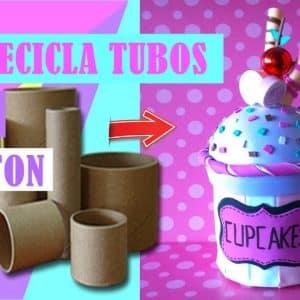 DULCERO EN FORMA DE CUPCAKE RECICLADOS CON TUBO DE CARTON