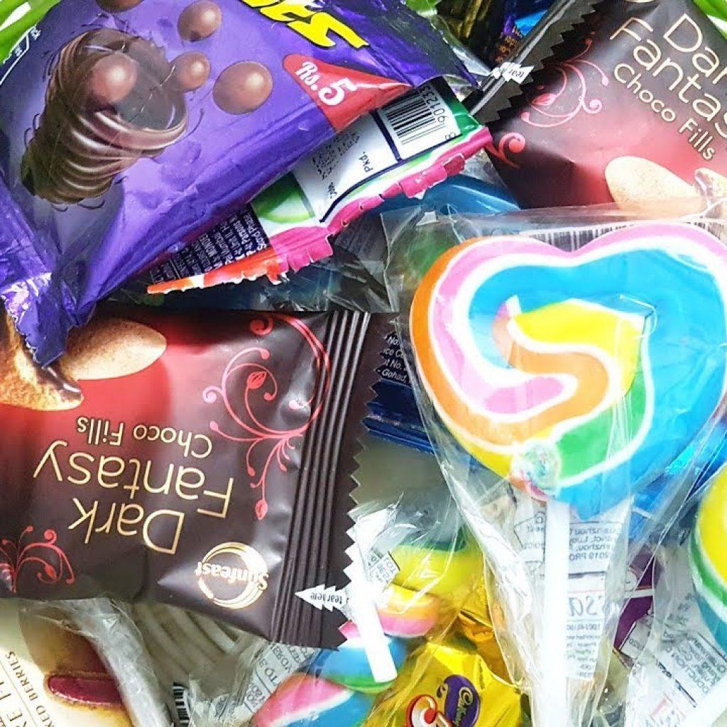 Lote de doces, pirulito, chocolates, gemas, pop de doces, gemas Cadbury, chocolate 5 estrelas, leite com leite 1 Tem vontade de assistir mais destas receitas já publicadas, saiba mais Vivendo de Brigadeiro