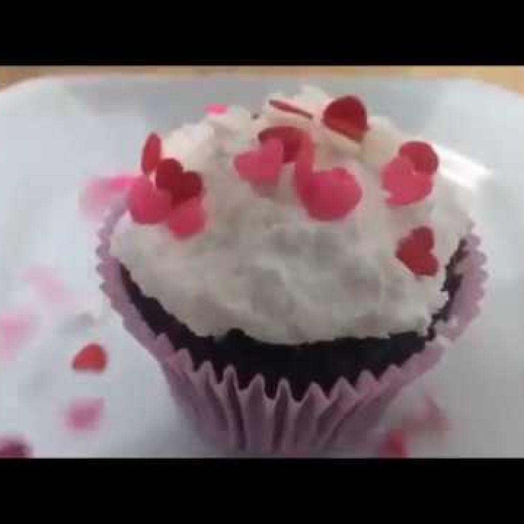 Cupcake de chocolate com recheio de doce de leite