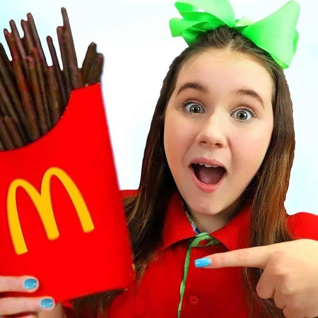 Ruby e Bonnie Finjam Play McDonald's Happy Meal Chocolate Batatas Fritas 1 Quer assistir + destas receitas que foram postadas, saiba mais Vivendo de Brigadeiro
