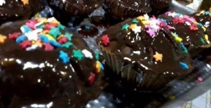 1503199680_como-fazer-cupcake-de-chocolate.jpg