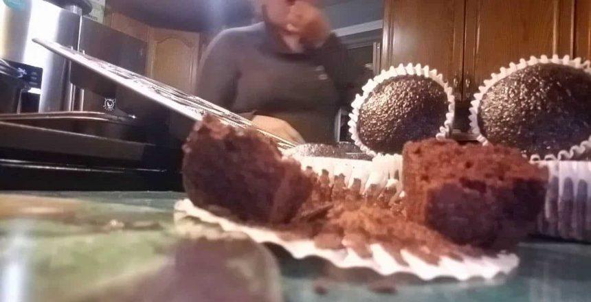 2 parte de cupcakes de chocolate delicioso