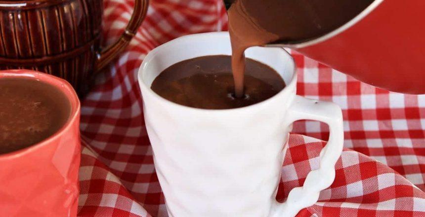 CHOCOLATE-QUENTE-SUPER-CREMOSO-E-FACIL-DE-FAZER-Menino.jpg