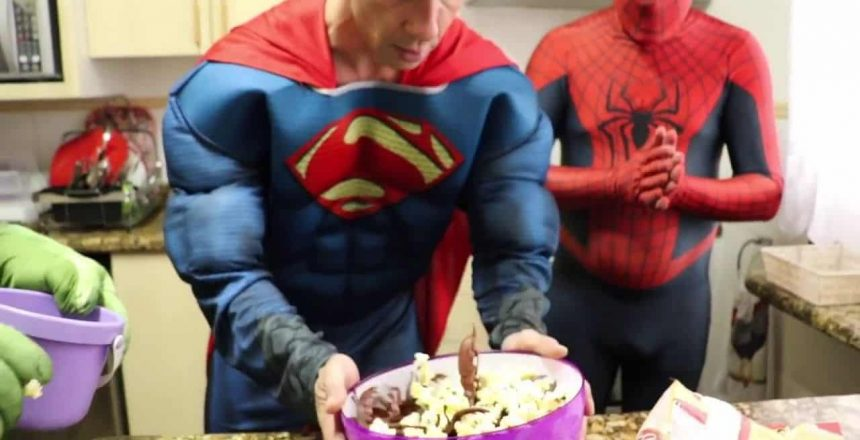 Frozen Elsa & Spiderman CUPCAKE WAR PRANK w_ Hulk & Frozen Anna  Superheroes In Real Life Kids Toys