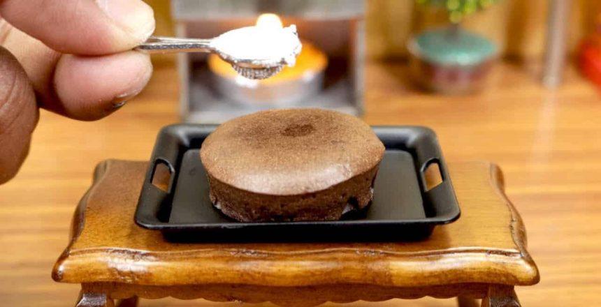 Gateau-de-chocolate-em-miniatura-I-Mini-cozinha-real-com.jpg