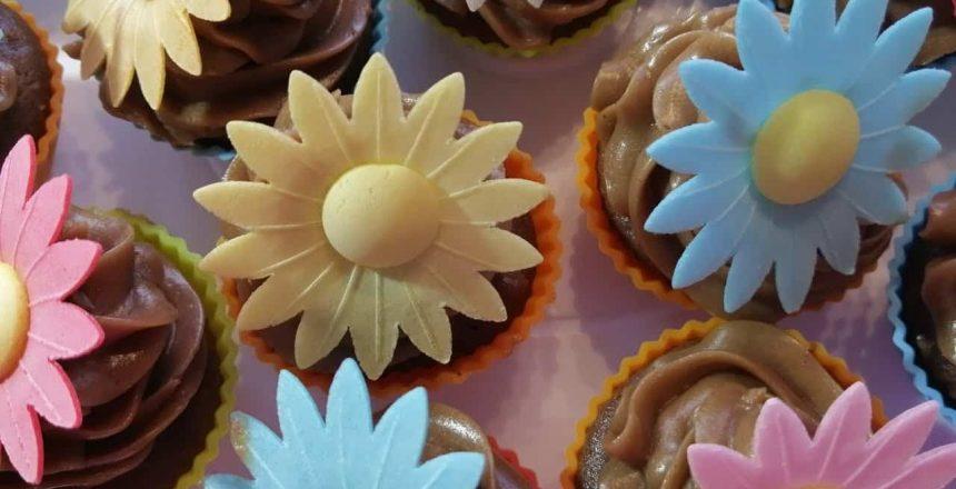 Mini Cupcake de nueces y crema de chocolate 💕 ميني كاب كيك بالجوز وكريمة الشوكولا
