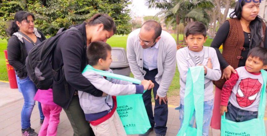 Panetones solidarios para los niños de la Clínica San Juan de Dios - PUCP