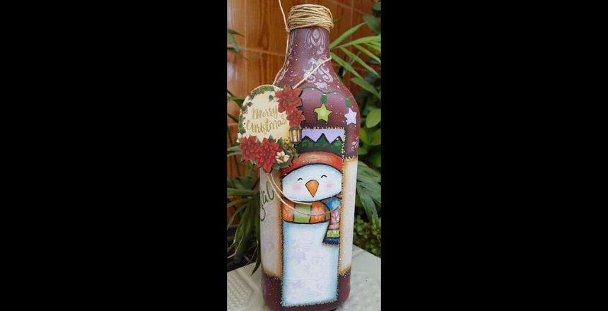 Sabadaço pintando garrafas