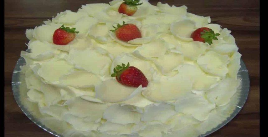bolo-cremoso-com-chocolate-branco.jpg