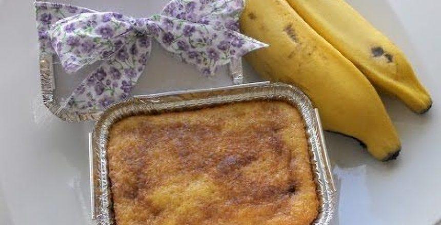 bolo-de-banana-que-ja-sai-recheado-do-forno.jpg