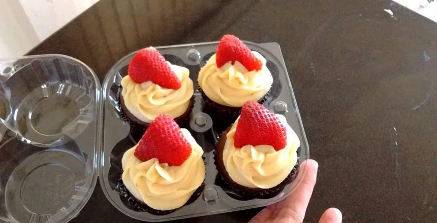 continuaçao Cupcake de Branquinho com Morangos!