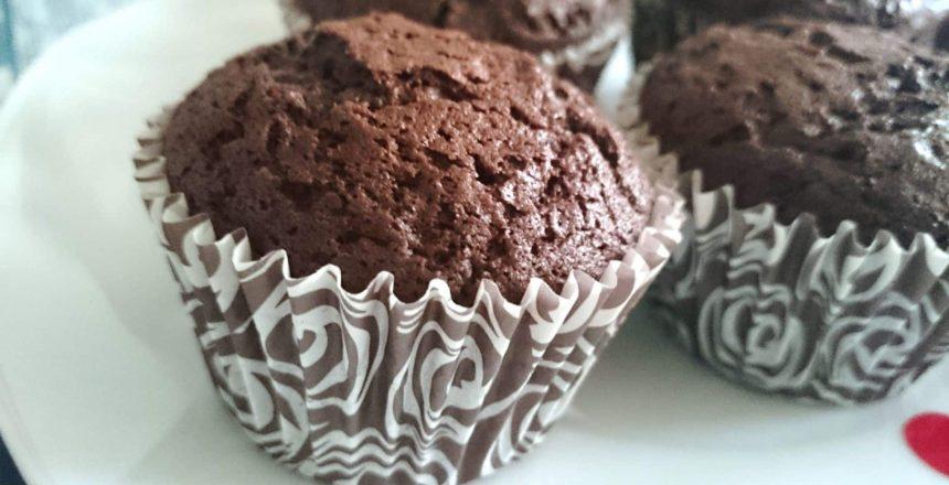 cupcakes-de-chocolate-humedos-postres-mil.jpg