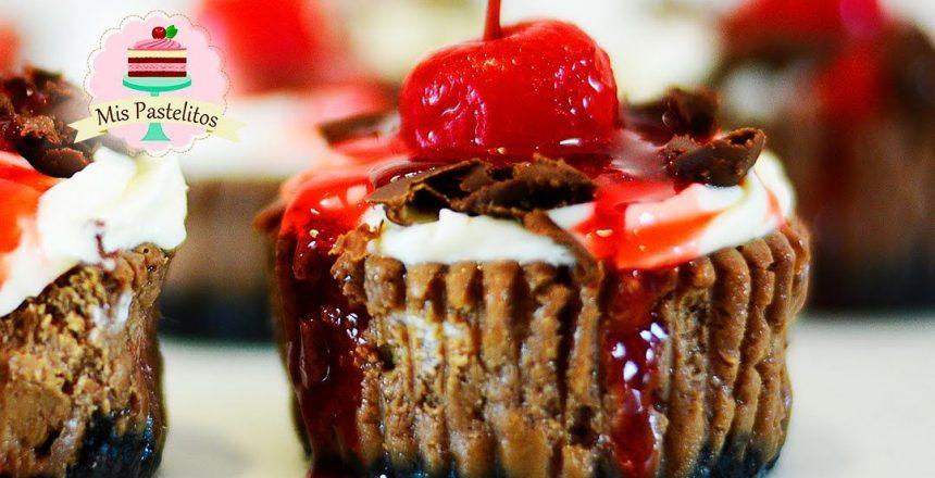 mini-cheesecakes-cupcakes-de-chocolate-selva-negra-black-forest.jpg