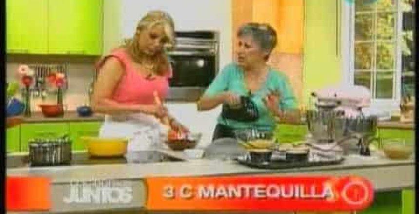 mordidas-de-churros-cocteles-pastelitos-de-chocolate-con-salsa-cupcakes-de-semillas-deamapola.jpg